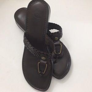 Nurture brown sandals 👡
